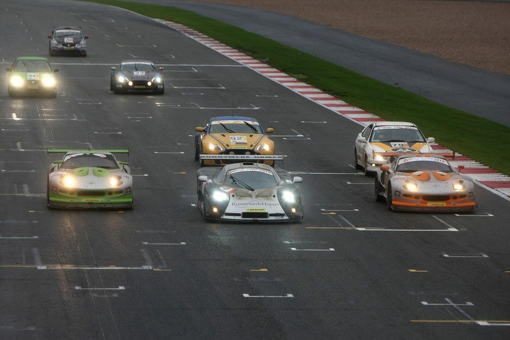 2010年 シルバーストーン ブリットカー24時間 シルバーストーン マーコス GT3 Topcats Racing チェッカー  ゴール